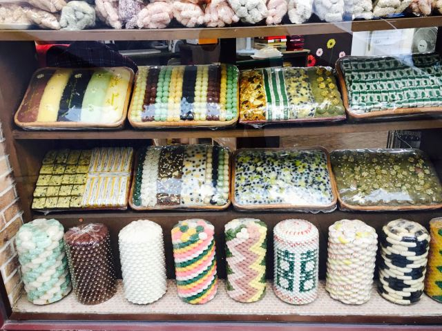 Beautiful rice cake treats in a store window