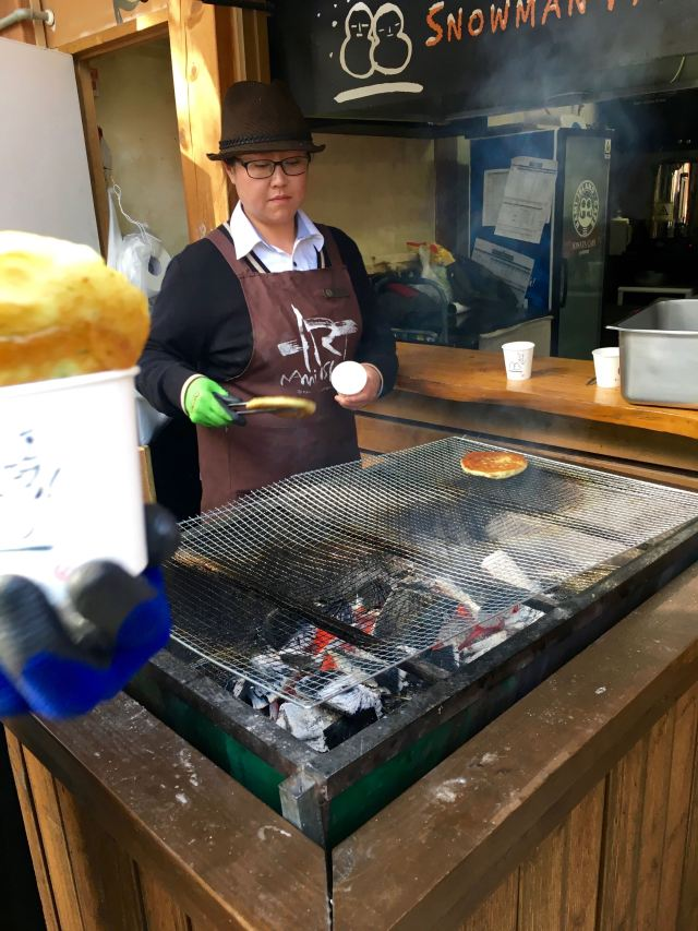 I finally got to try hotteok, a delicious pancake with brown sugar inside, available only in the winter.